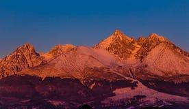 Salida del sol en las altas montañas de Tatra - Eslovaquia Imágenes de archivo libres de regalías