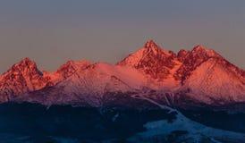 Salida del sol en las altas montañas de Tatra - Eslovaquia Foto de archivo libre de regalías