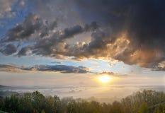 Salida del sol en las colinas Imagen de archivo