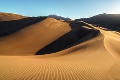 Salida del sol en las grandes dunas de arena Imágenes de archivo libres de regalías