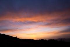 Salida del sol en las montañas Foto de archivo