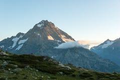 Salida del sol en las montañas del Cáucaso Fotografía de archivo libre de regalías