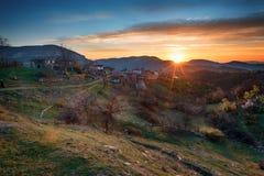Salida del sol en las montañas de Rhodope, Bulgaria Imagen de archivo libre de regalías