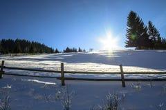 Salida del sol en las montañas del invierno Fotografía de archivo