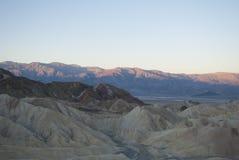 Salida del sol en las montañas del desierto Imagenes de archivo