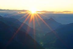 Salida del sol en las montañas tirolesas Foto de archivo libre de regalías