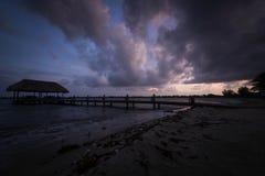 Salida del sol en las zonas tropicales Imágenes de archivo libres de regalías