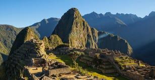 Salida del sol en Machu Picchu, Perú fotos de archivo