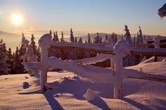 Salida del sol en montañas Foto de archivo