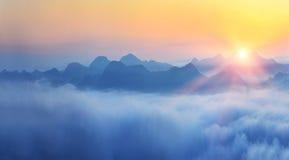 Salida del sol en montañas Fotografía de archivo libre de regalías