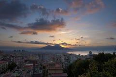 Salida del sol en Nápoles, Italia Imagenes de archivo