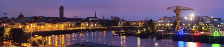 Salida del sol en Nantes - vista panorámica de la ciudad Foto de archivo libre de regalías