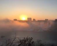 Salida del sol en Niagara Falls Imagen de archivo libre de regalías