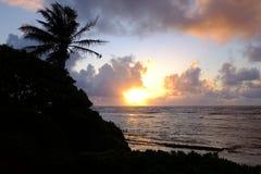 Salida del sol en Oahu, Hawaii fotografía de archivo libre de regalías