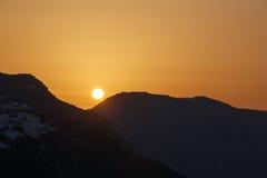 Salida del sol en Oia en Santorini Fotos de archivo libres de regalías