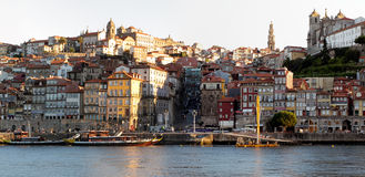 Salida del sol en Oporto vieja Fotos de archivo