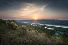 Salida del sol en el río fotografía de archivo libre de regalías