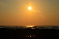 Salida del sol en Pantai Batu Hitam Imagen de archivo