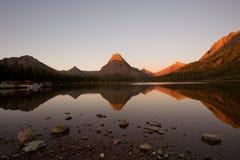 Salida del sol en parque nacional de glaciar Imagenes de archivo