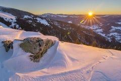Salida del sol en parque nacional de las montañas de Rodnei Imágenes de archivo libres de regalías