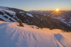 Salida del sol en parque nacional de las montañas de Rodnei Fotografía de archivo
