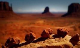 Salida del sol en parque tribal de Navajo del valle del monumento durante puesta del sol imagen de archivo libre de regalías