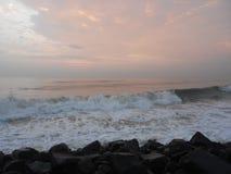 Salida del sol en Puducherry, una pequeña ciudad reservada en la costa meridional de la India Fotografía de archivo