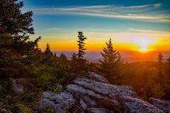 Salida del sol en rocas del oso en Dolly Sods Wilderness Area Foto de archivo