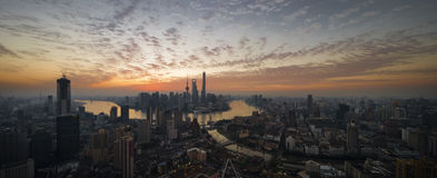 Salida del sol en Shangai Imagen de archivo