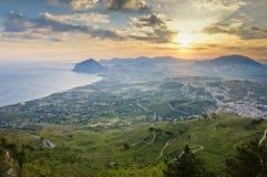 Salida del sol en Sicilia fotografía de archivo