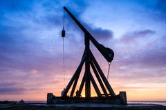 Salida del sol en Skagen, Dinamarca - la vieja luz de la báscula Foto de archivo