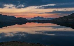 Salida del sol en Snowdonia imagenes de archivo