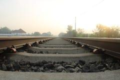 Salida del sol en un ferrocarril foto de archivo