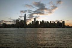 Salida del sol en un World Trade Center (1WTC), Freedom Tower, horizonte de New York City, New York City, Nueva York, los E.E.U.U Imágenes de archivo libres de regalías