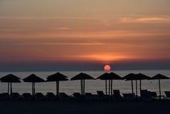 Salida del sol en una playa en Katerini, Grecia Fotos de archivo libres de regalías