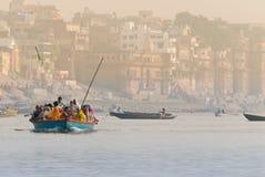 Salida del sol en Varanasi Fotos de archivo libres de regalías