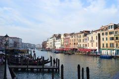 Salida del sol en Venecia, puente de Rialto Imágenes de archivo libres de regalías