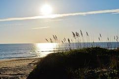 Salida del sol en Virginia Beach fotos de archivo