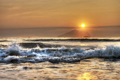 Salida del sol en Yilan Taiwán, mirando la isla de Guishan Fotografía de archivo