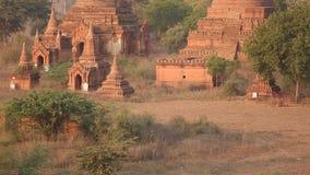 Salida del sol escénica en Bagan, Myanmar metrajes