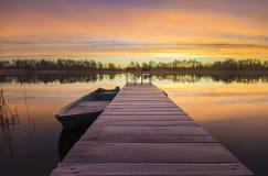 Salida del sol fabulosa en el río Fotos de archivo libres de regalías