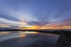 Salida del sol fantástica y piscina de marea Foto de archivo libre de regalías