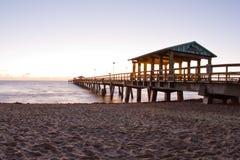 Salida del sol hermosa de la playa en la Florida Foto de archivo
