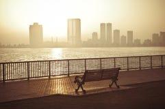 Salida del sol hermosa en corniche fotos de archivo