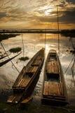 Salida del sol hermosa en el lago imagen de archivo libre de regalías
