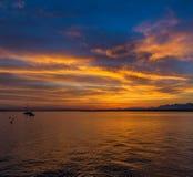 Salida del sol hermosa en el lago Lemán Suiza Foto de archivo libre de regalías