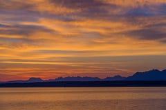 Salida del sol hermosa en el lago Lemán Suiza Imágenes de archivo libres de regalías