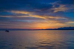 Salida del sol hermosa en el lago Lemán Suiza Fotos de archivo