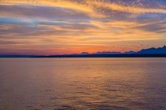 Salida del sol hermosa en el lago Lemán Suiza Fotografía de archivo