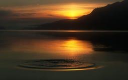 Salida del sol hermosa en el lago loch Ness Imagen de archivo